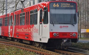 Sauna Express auf Jungfernfahrt. (Originalfoto: Leon Heimbürger / CC BY-SA 3.0 via Wikimedia)