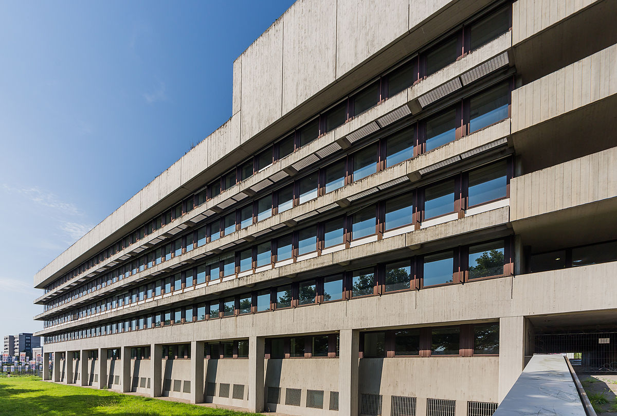 "Das Landesbehördenhaus ist marode. Foto: Eckhard Henkel / Wikimedia Commons / CC BY-SA 3.0 DE"""